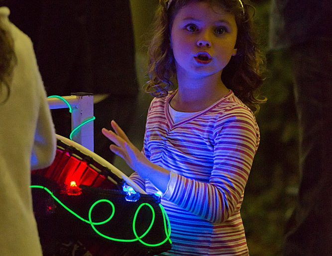 Fun with Light Rhythm Plays instrument in Penrith NSW